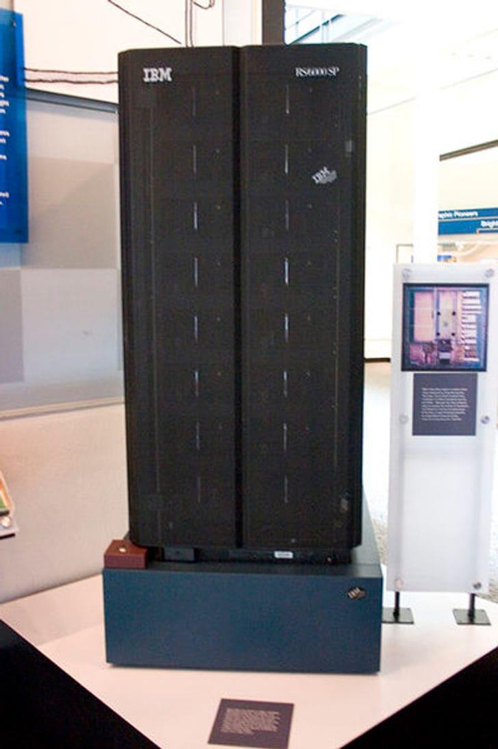 Компьютер Deep Blue, обыгравший человека в шахматы