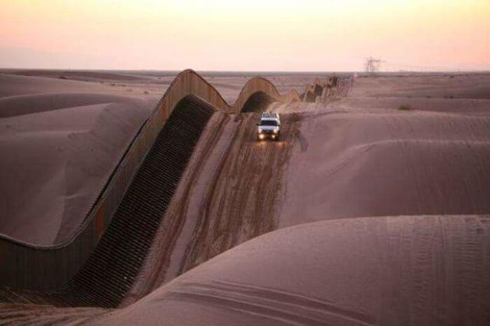 ограждение в песчаных дюнах
