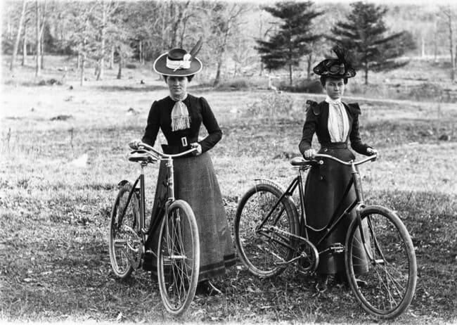 женщин-велосипедисток