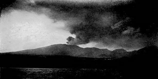 7. Вулкан Пеле, 1902 год.
