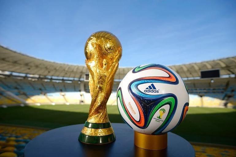Кубок Чемпионата мира по футболу и футбольный мяч Adidas