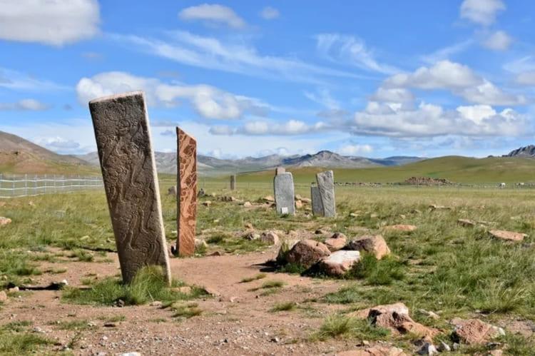 4. Оленные камни (Монголия и Сибирь)