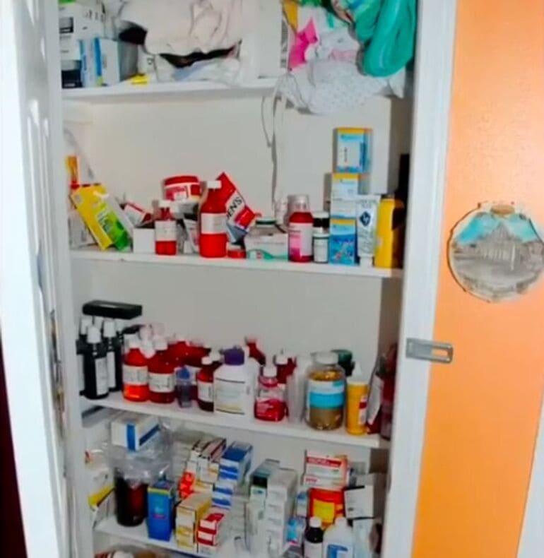 Шкаф с лекарствами Джипси.