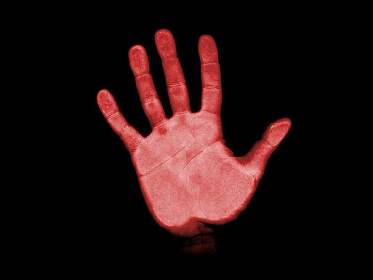 Пойман с красными руками
