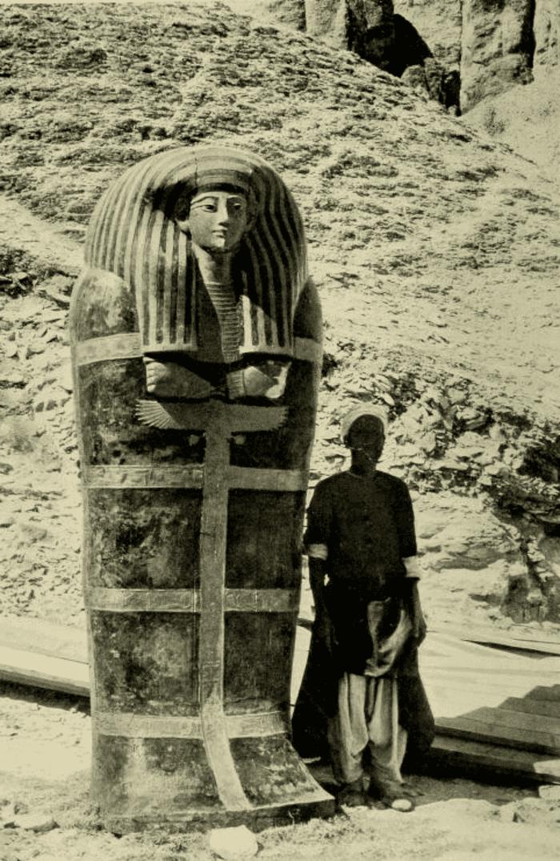 Саркофаг и человек