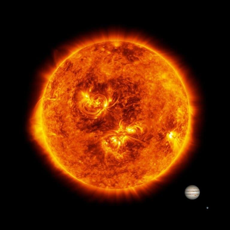 Солнце, Юпитер и Земля