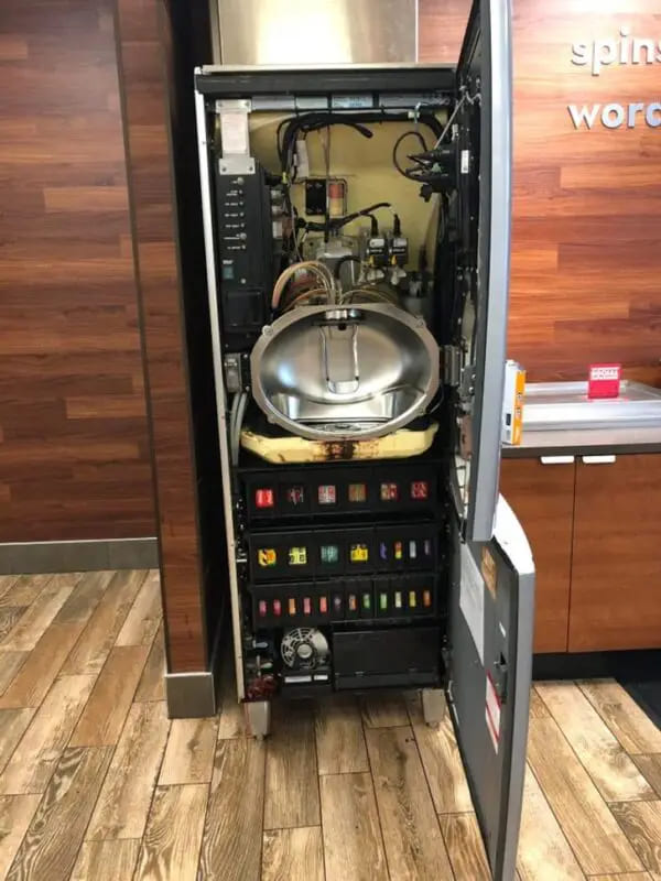 Автомат газированных напитков изнутри