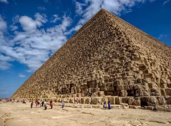 1. Великая пирамида Гизы