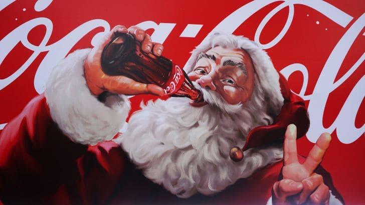 Использовали Санта-Клауса для рекламы