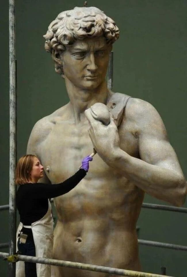 Статуя Микеланджело Давид