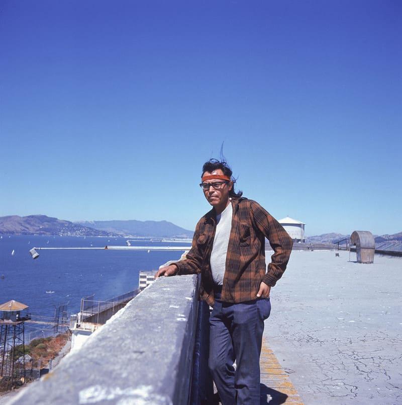 Американский индеец на крыше тюрьмы Алькатрас