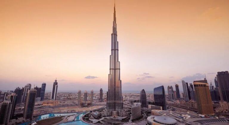 Бурдж-Халифа настолько высок, что с него можно увидеть два заката за один день