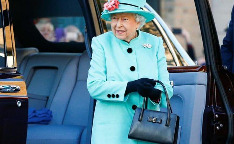 Сумочка британской королевы - это средство общения на языке тела
