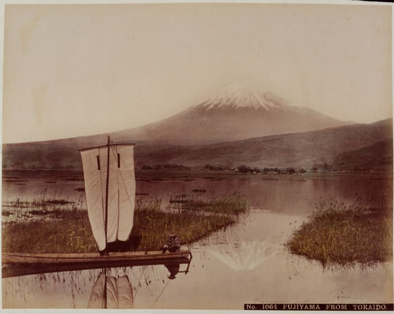Японец на парусной лодке