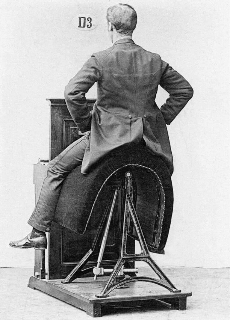 Подвижное механизированное седло для тренировки основных мышц