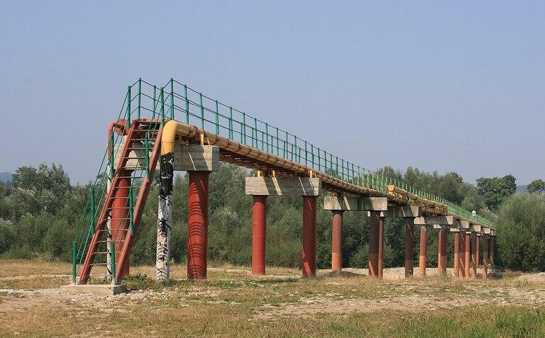 Участок нефтепровода «Дружба» над рекой Стрый (Львовская область)