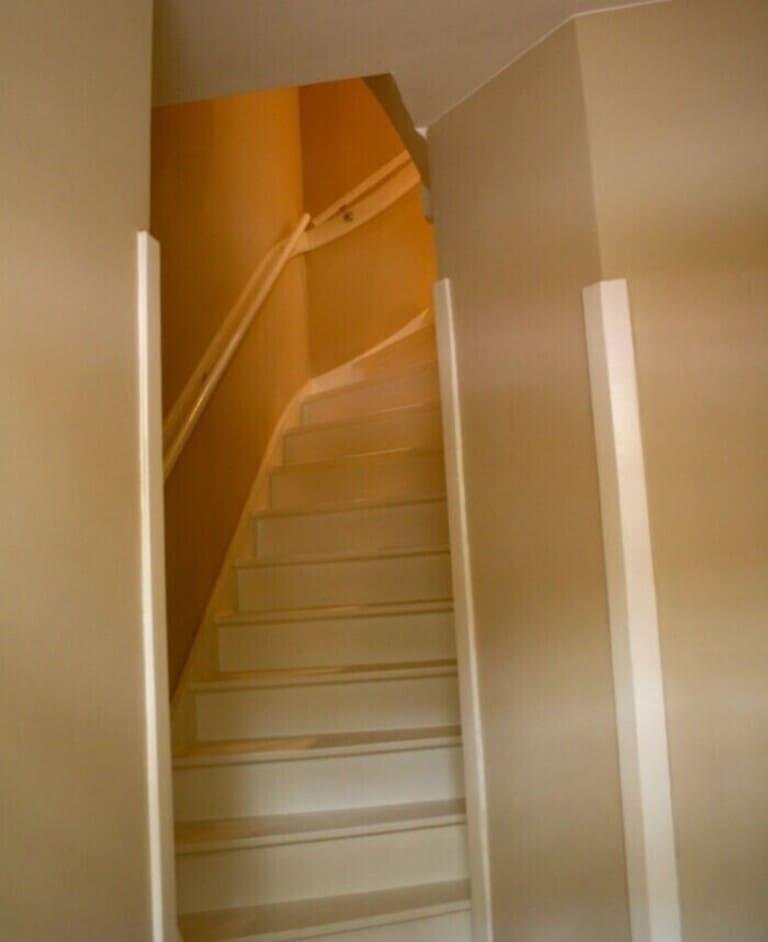 лестницы обычно очень крутые и узкие