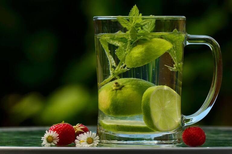 Лимоны плавают в воде, а лаймы тонут