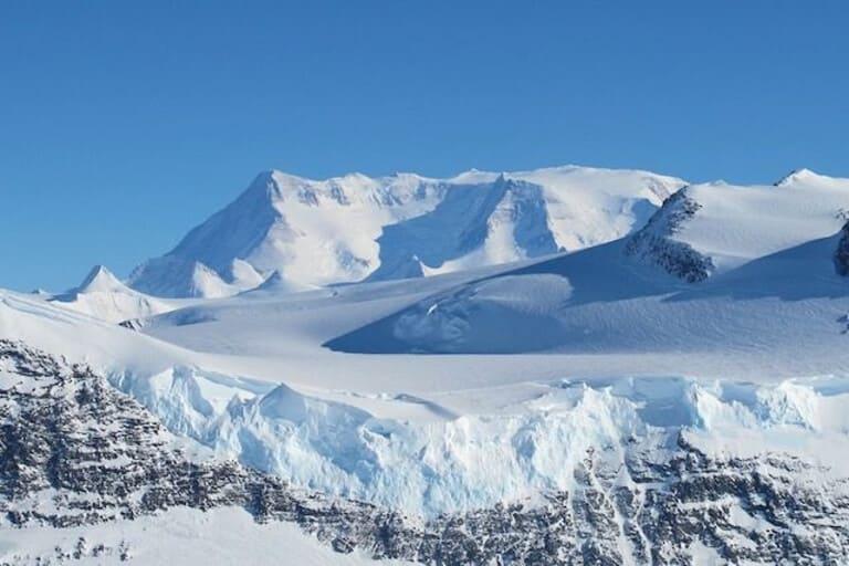Глубоко в Антарктиде
