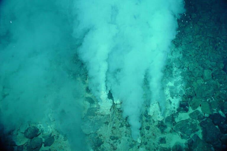 Глубоководные жерла вулканов