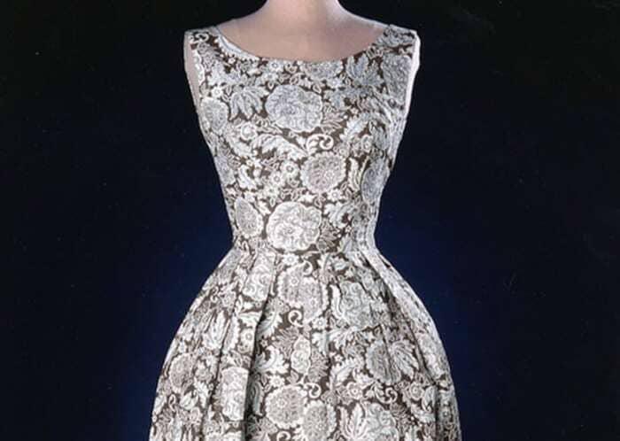 Платья - основная одежда в истории