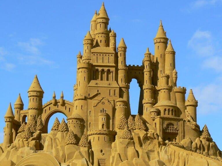 большие замки из песка