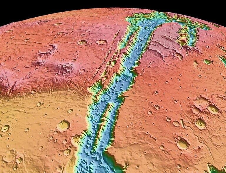 Гигантская система каньонов на Марсе