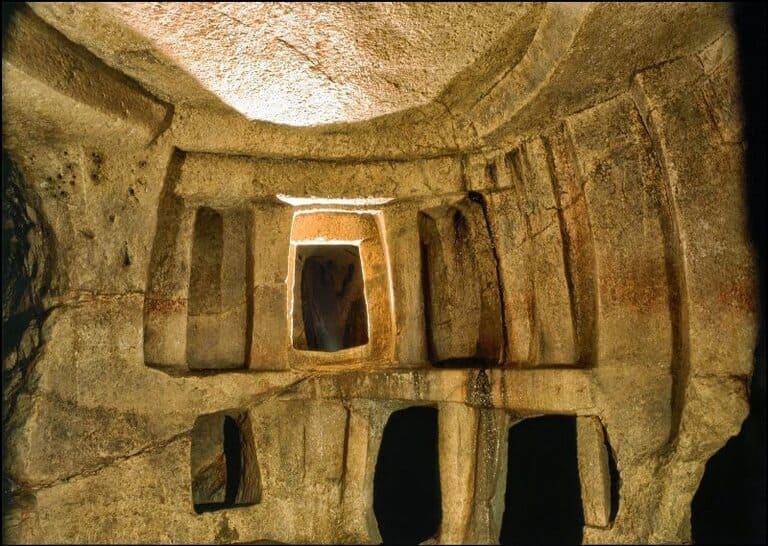 Хал-Сафлиени, Мальта (3300 – 3000 г. до н. э.)