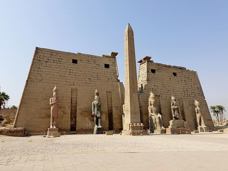 Луксорский храм, Египет (1400 г. до н. э.)