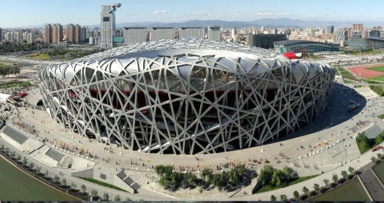 Пекинский национальный стадион, также известный как «Птичье гнездо».