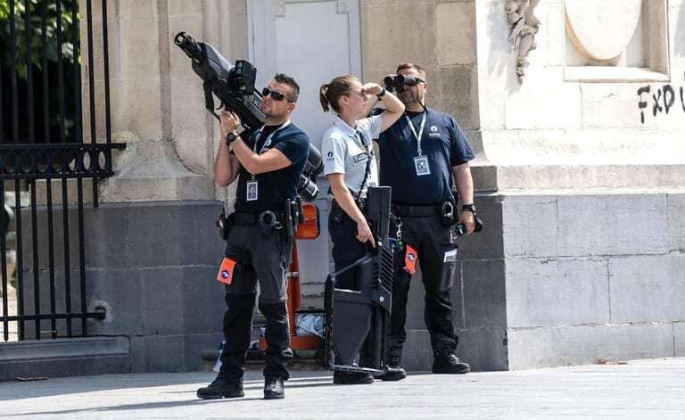 полиция сбивает дроны