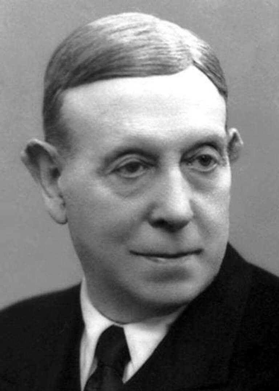 португальский невролог Антониу Эгаш Мониш