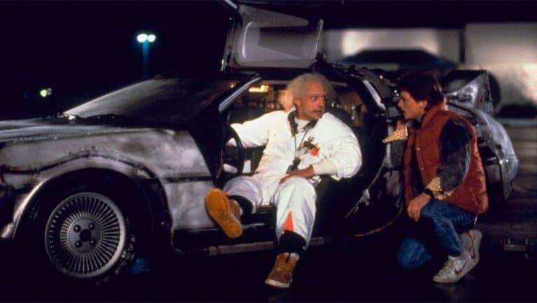 Автомобиль DeLorean DMC 12