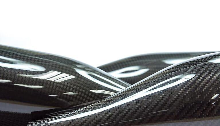 Черный композит из углеродного волокна