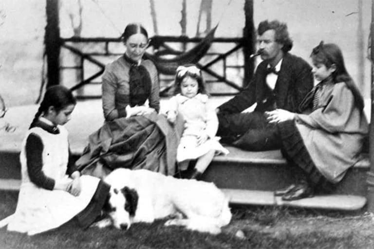 Марк Твен с женой и детьми