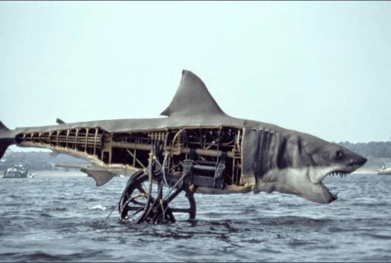 Акула из фильма «Челюсти» (вид с другой стороны)