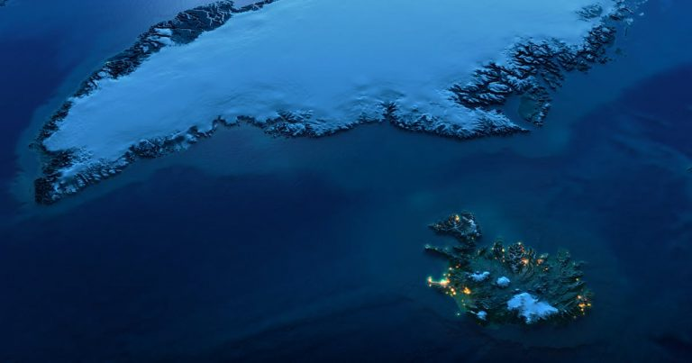 Датский пролив между Исландией и Гренландией