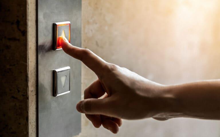 Головоломка про мужчину в лифте для латерального мышления (с ответом)