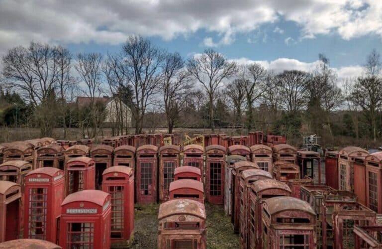 Кладбище телефонных будок