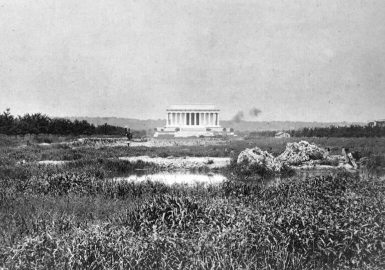 Мемориал Линкольна перед отражающим бассейном