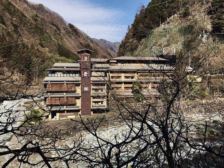 Самый старый отель в мире - Nisiyama Onsen Keiunkan