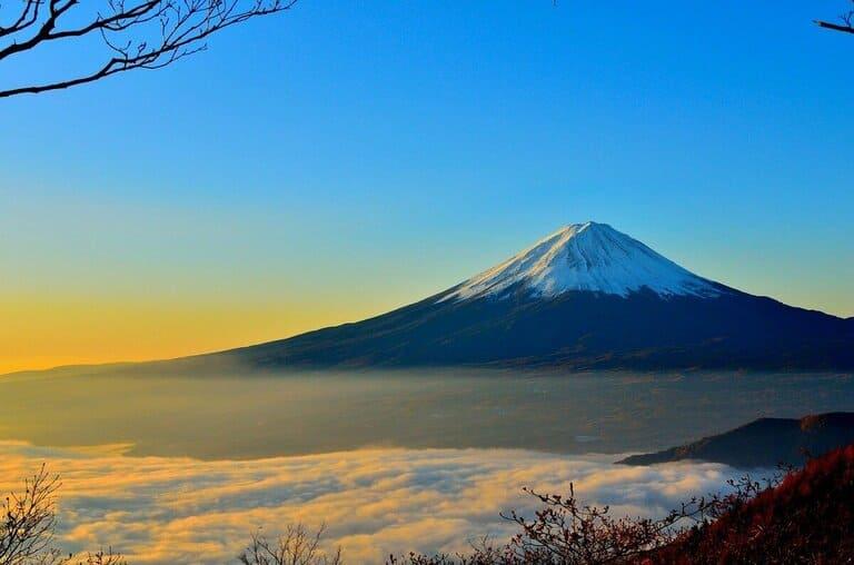 Одинокие горы — это вулканы