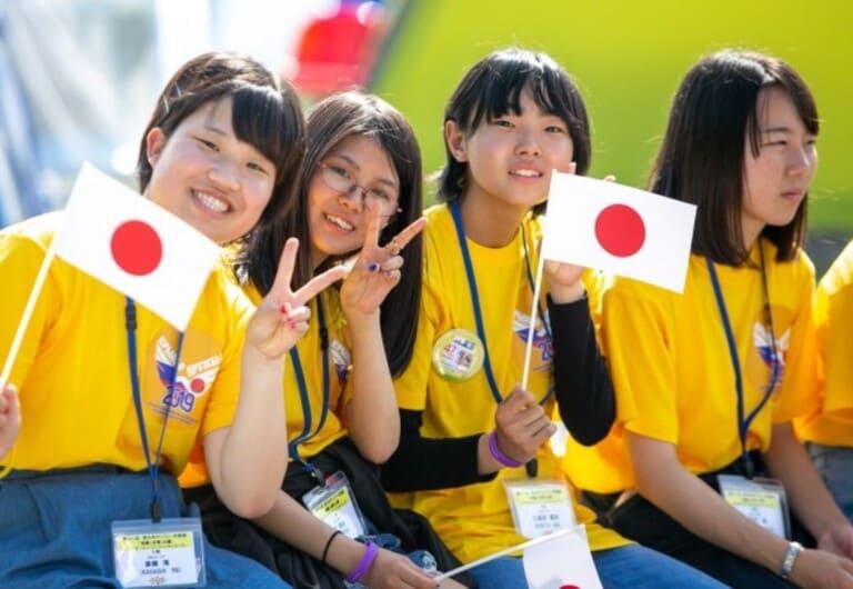 В Японии девушки