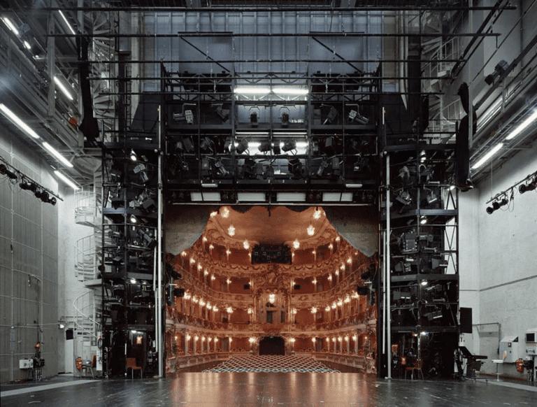 Вид на театр из-за кулис