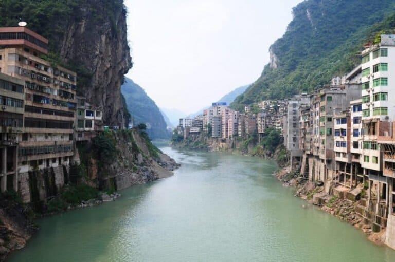 Яньцзинь - самый узкий город в мире