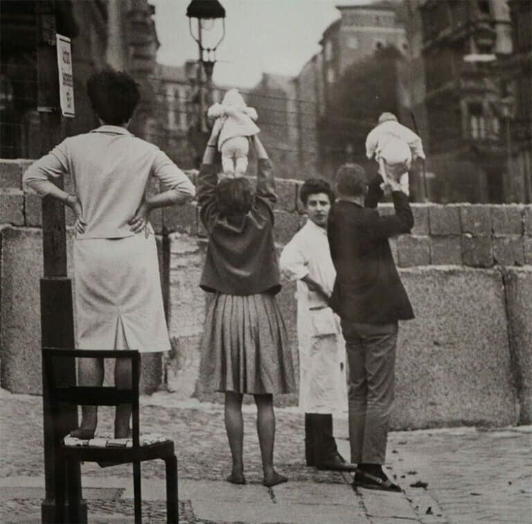 Жители Западного Берлина