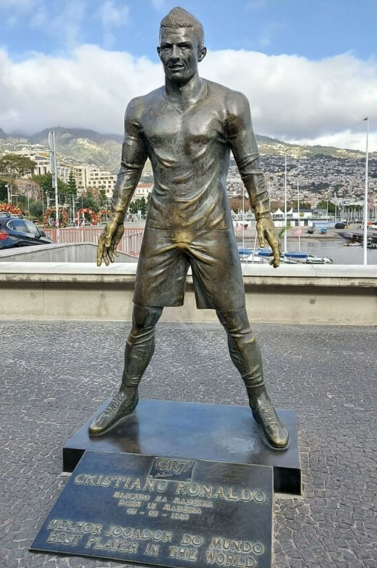 статуи Криштиану Роналду