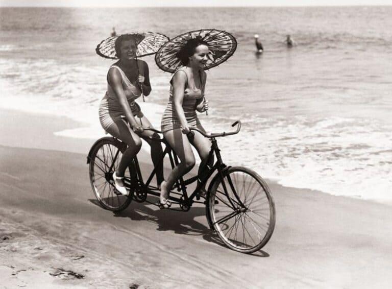 на велосипеде-тандеме