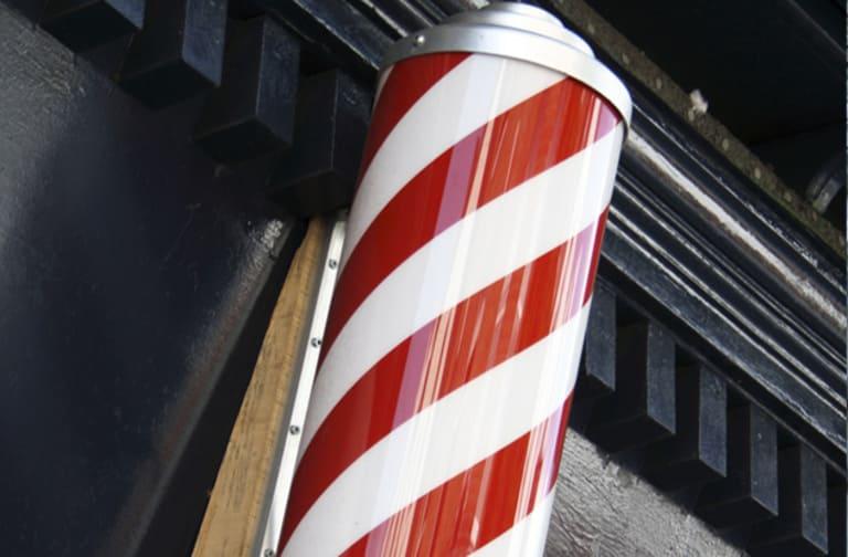 Спираль парикмахерских из красных и белых полос