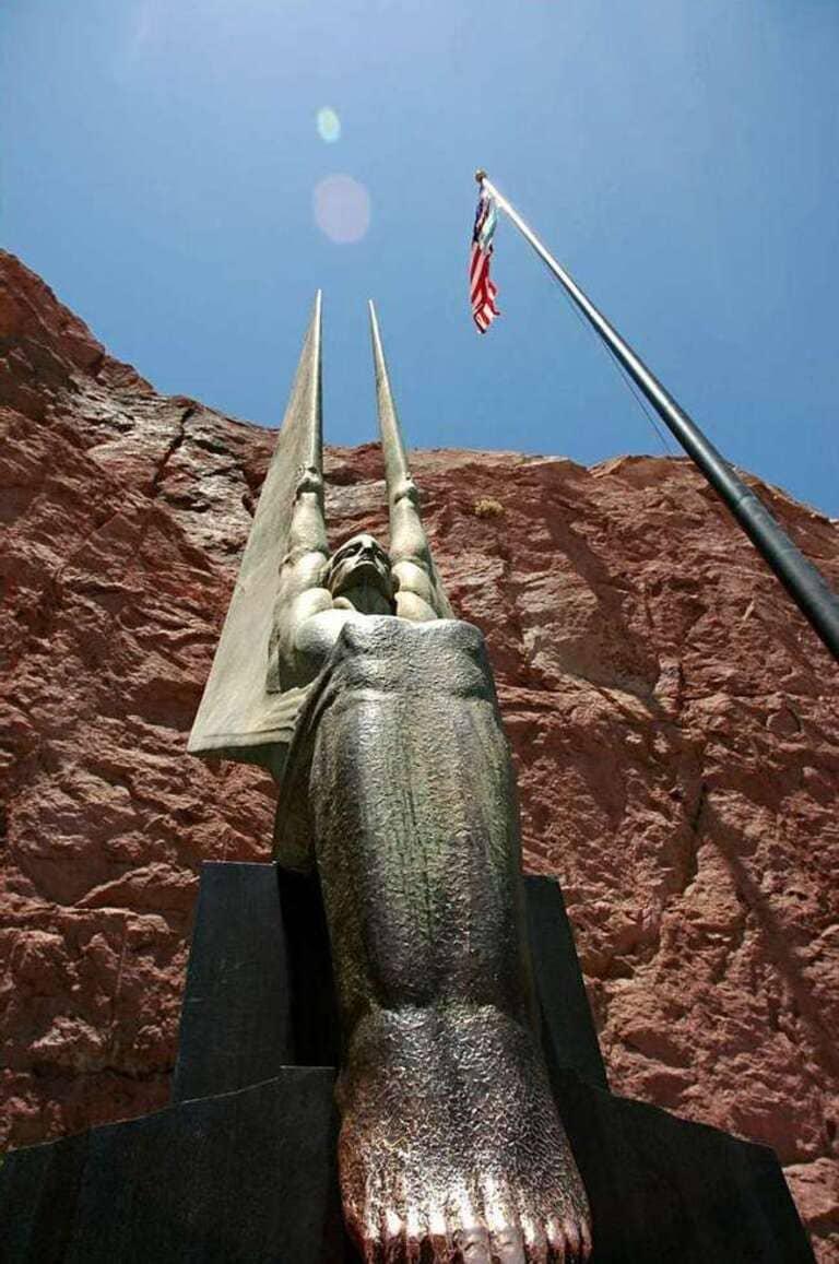 Статуя плотины Гувера